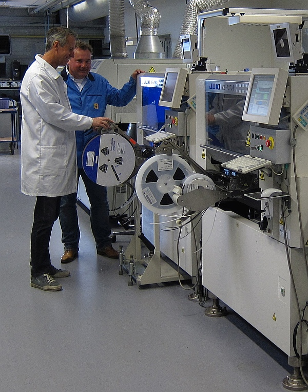 Jan-Willem Terink (General Manager) and Anton van den Hoogen (Engineering and Quality) at the new Juki KE-2080 SMT mounter